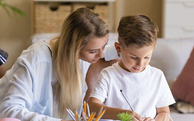 Cómo ayudar a tus hijos con los deberes de primaria