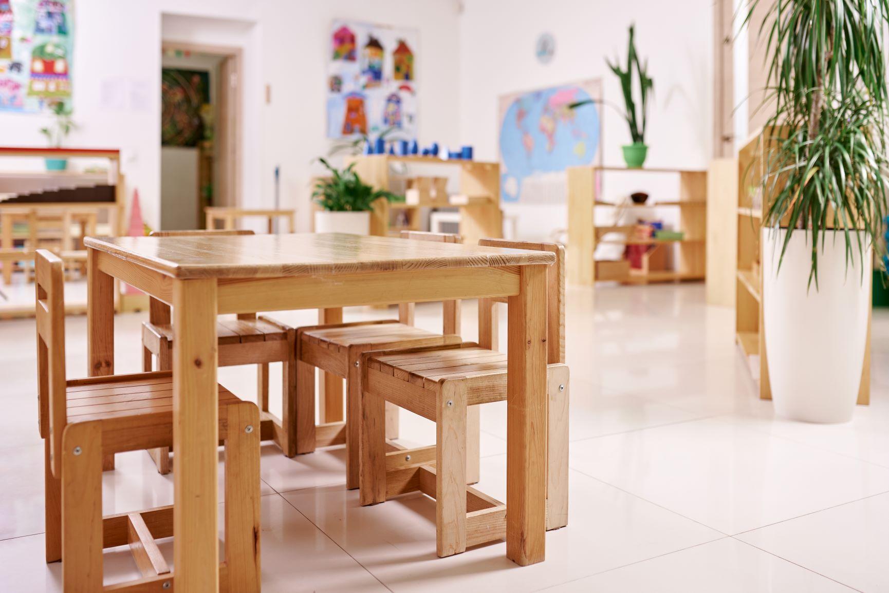 ambiente preparado ordenador por el asistente montessori