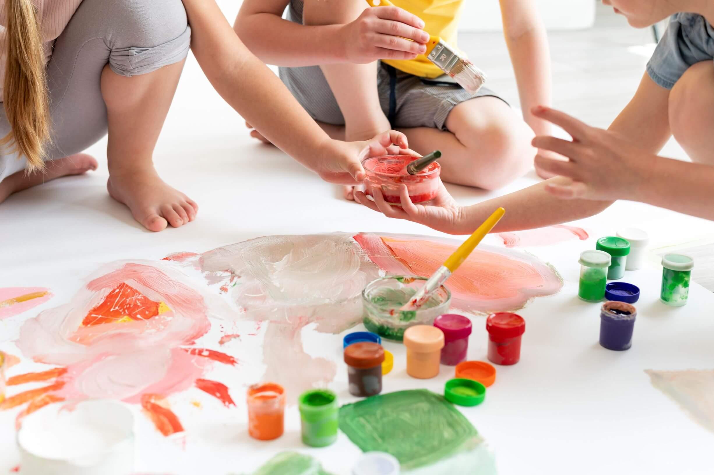 niños en un aula innovadora